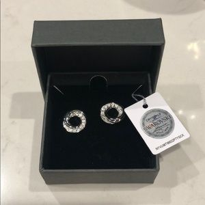 Swarovski Nic & Syd NWT silver tone stud earrings